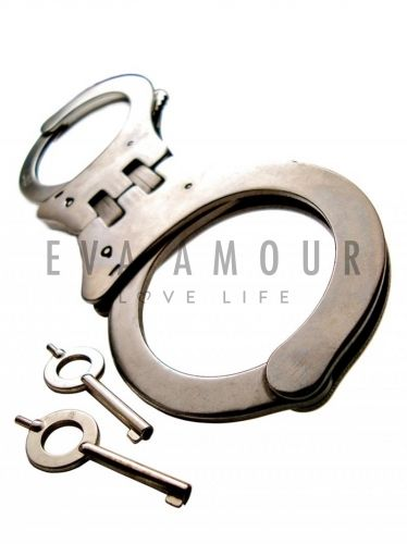 Handcuffs with Hinge